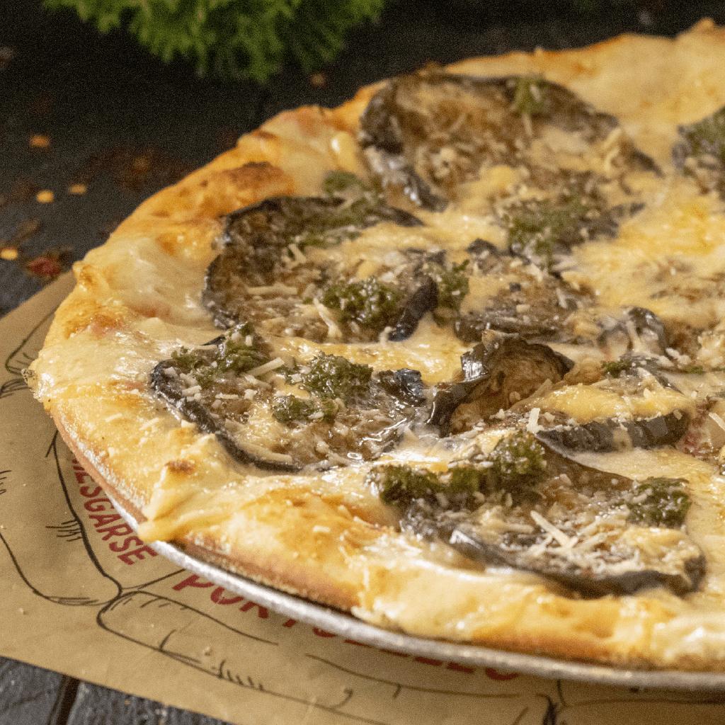 Pizza Time Medium Berenjena + Bebida