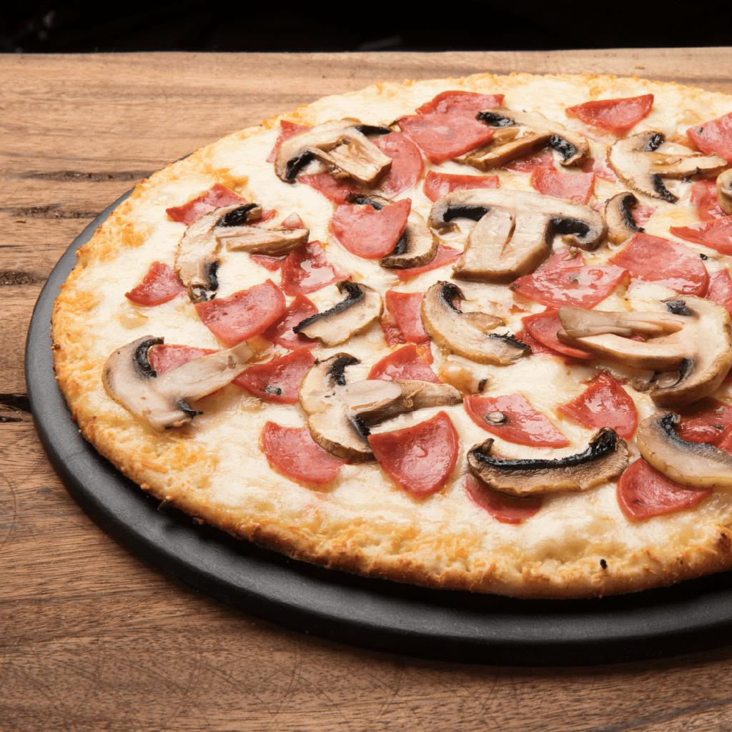 Pizza Time Medium Pollo Champiñones + Bebida